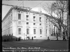 Palacio de Godoy y posterior Ministerio de Marina. Junto a las Caballerizas Reales, en 1931 se derribó la parte que daba a la C/Bailén para poder ensanchar la calle.