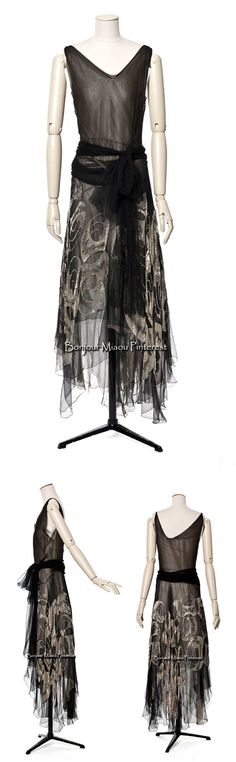 Evening dress, Vionnet, 1929. Black silk chiffon embroidered by Lesage with silver thread and glass beads. Photos: Jean Tholance.