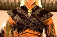 Exposición de traxes de Alberto Golpe - Carballo 2016 Folk Costume, Costumes, Folk Clothing, Fancy, Embroidery, Traditional Outfits, Spain, Clothes, Templates