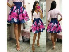 Táto mini suknička si krásne drží áčkový tvar vďaka spodničke, na ktorej je našitý tyl. Sukňa je pútavá vďaka žiarivým kvetinám vpestrých farbách. Ksukni stačí jednoduchý top, lodičky asoslňujúcim outfitom môžete vyraziť. Pás na sukni nie je elastický a vzadu sa zapína zipsom. Tyl, Floral, Skirts, Fashion, Moda, Fashion Styles, Flowers, Skirt