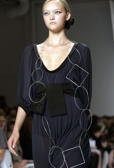 Donna Karan SS 2006...ok...now that's a chain...