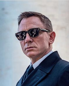 At first, Daniel Craig was not my kind of Bond. But things have changed - The MAN Estilo James Bond, James Bond Style, Daniel Craig Style, Daniel Craig James Bond, James Bond Movie Posters, James Bond Movies, Rachel Weisz, Terno James Bond, Daniel Graig