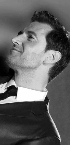 Black and white of Richard Armitage. Strong Jaw line--SO sexy!