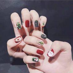 pretty french nails nagel winter and christmas nails art designs ideas 3 Chrismas Nail Art, Christmas Gel Nails, Christmas Nail Art Designs, Holiday Nails, New Year's Nails, Red Nails, French Nails, Nail Noel, Nail Manicure
