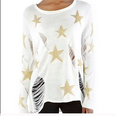Shredded gold star knit sweater NEW Wildfox style knit sweater Med/LG 🚫 I DO NOT TRADE🚫 Sweaters Crew & Scoop Necks