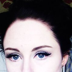 Soft eye make-up with white highlighter   #MakeUp #Blue #Eyes #EarCuff #Jewelry
