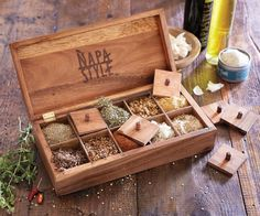 NAPASTYLE WOODEN HINGED 10 SALT & SPICE BOX APOTHECARY CHEST BRAND NEW IN BOX!
