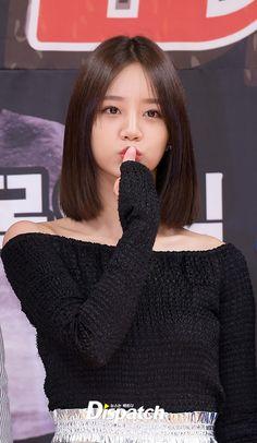 Hyeri (Girls Day) hờ hững vai trắng nõn nà, sánh đôi bên mỹ nam Người thừa kế tại họp báo - Ảnh 7.