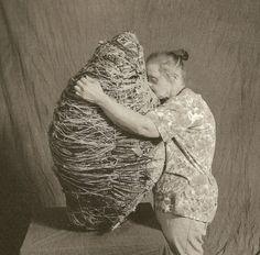 Judith Scott (née en 1943 à Cincinnati et décédée en Art Studios, Sculpture Installation, Sculpture, Art, Outsider Artists, Art Practice, Outsider Art, Textile Artists, Intuitive Artists