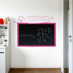 Popisovatelná černá samolepicí fólie především pro dívky.  Tuto tabulovou samolepku můžete bez problémů používat stejně jako klasickou černou, školní tabuli. Lze používat běžné křídy, určené pro psaní na tabule.  Celá tabule je opatřena ochranným…
