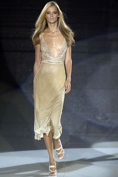 Versace Spring 2006 RTW - Runway Photos - Fashion Week - Runway, Fashion Shows and Collections - Vogue
