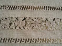 Bordado Popular, Needlework, Women's Work Fashion, Punch Needle, Loom, Ribbon Embroidery Tutorial, Hardanger Embroidery, Embroidery Ideas, Embroidery