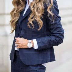 new suit. Beautifully breaking the pattern in classic navy. Preppy Outfits, Preppy Style, Cute Outfits, Business Outfits, Business Fashion, Corporate Wear, Professional Outfits, Office Fashion, Work Wardrobe