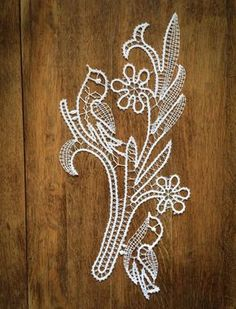 Flower and Birds Bobbin Lace Patterns, Crochet Flower Patterns, Crochet Doilies, Crochet Flowers, String Crafts, Bird Crafts, Lace Bag, Types Of Lace, Tatting Lace