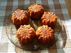 Helin gluteenittomat kinuski-raparperimuffinit Muffin, Gluten Free, Baking, Breakfast, Ethnic Recipes, Food, Bread Making, Breakfast Cafe, Muffins