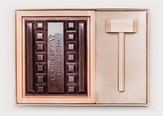 Le bloc de chocolat à casser et ses accessoires