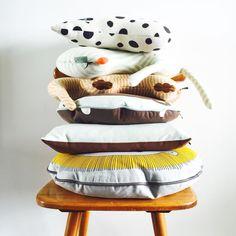 oyoymini pillows #scandinavian #nordicdesign #pillow #stack #pile #cushions #kussens #knuffels #softtoys #kidsroomdecoration #nursery #stuffedanimal #cat #turtle #rabbit #lion #bear #elephant