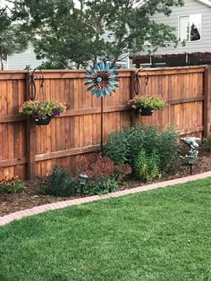 30 Popular Fence Design Ideas For Backyard Landscaping Small Backyard Gardens, Small Backyard Landscaping, Tropical Landscaping, Backyard Fences, Fenced In Backyard Ideas, Privacy Fence Landscaping, Privacy Fence Designs, Privacy Fences, Privacy Fence Decorations