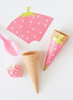 Free Printable Strawberry Ice Cream Cone Wrappers from Perfect addition to any summer or fruit-themed party! Strawberry Shortcake Party, Strawberry Ice Cream, Ice Cream Party, Fruit Party, Paper Crafts, Diy Crafts, Party Decoration, Partys, Party Printables