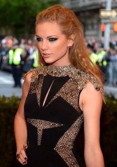 Gah! Taylor looking gorgeous at the 2013 Met Gala<3