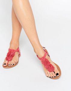 Imagen 1 de Sandalias planas con pompón coral de Daisy Street                                                                                                                                                                                 Más