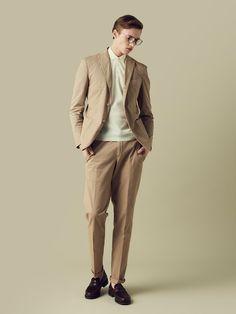 ベージュのコットンスーツをオフにも着よう Gentleman Mode, Gentleman Style, Khaki Blazer, Suit Shop, Weird Fashion, Men Formal, Basic Outfits, Mode Style, Business Fashion