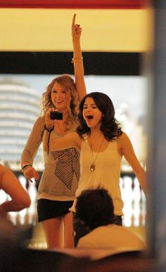 Selena Gomez and Taylor Swift are collaborating on a song called 'Better Without You'.watch out, Justin Bieber! Selena Gomez, Selena And Taylor, Taylor Alison Swift, Taylor Swift Pictures, Marie Gomez, Bffs, Her Style, Justin Bieber, Role Models