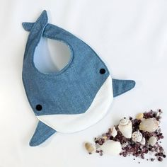 Dolphin style, # Dolphin style sewing baby sewing clothes sewing for beginners sewing gifts sewing projects Baby Sewing Projects, Sewing For Kids, Sewing Crafts, Baby Bibs Patterns, Sewing Patterns, Diy Baby Bibs Pattern, Handgemachtes Baby, Baby Boy Bibs, Baby Layette