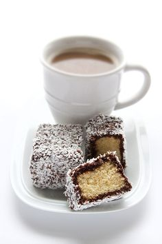 Lamingtons (chocolate covered sponge cake covered in coconut) with coffee Traditional Australian Food, Australian Desserts, Australian Recipes, Café Chocolate, Coconut Chocolate, Coffee Cafe, Cakes And More, Let Them Eat Cake, Morning Coffee
