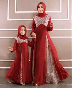 42 images of Beautiful Hijab Girls With Their Cute Kids… Abaya Style, Beautiful Hijab Girl, Moslem Fashion, Mother Daughter Fashion, Dress Anak, Girl Fashion, Fashion Outfits, Muslim Dress, Islamic Fashion