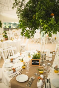Wedding table decorations rustic flowers burlap runners 37 Ideas for 2019 Small Flower Bouquet, Beautiful Bouquet Of Flowers, Beautiful Flower Arrangements, Wedding Flower Arrangements, Wedding Flowers, Deco Orange, Candlestick Centerpiece, Centrepieces, Hessian Table Runner