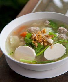 แกงจืดเต้าหู้หมูสับไมโครเวฟ Dessert Drinks, Dessert Recipes, Desserts, Authentic Thai Food, Clear Soup, Thai Dishes, Food Goals, Aesthetic Food, Thai Recipes
