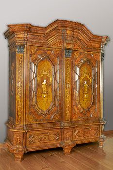 Szafa, Wrocław (Breslau), ca 1765-70. 230 x 219,5 x 80 cm:  OMG! That is GORGEOUS!  How I would love to have this in my home.