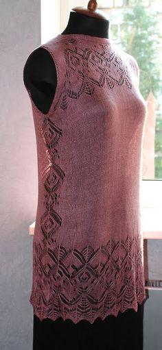 Ispirazione per abito maglia traforata, scollo montante
