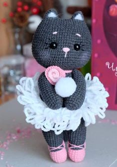 Amigurumi Soft Bear Free Pattern Source by sevilp Have you been looking for crochet doll blanket free pattern - Salvabrani Not converted completely to English. To crochet the little monkeys, you will need: - Salvabrani All About Knitting A free master cla Chat Crochet, Crochet Mignon, Crochet Patterns Amigurumi, Amigurumi Doll, Crochet Baby, Crochet Animal Patterns, Crochet Doll Pattern, Stuffed Animal Patterns, Crochet Dolls