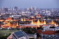 Stay Golden...Grand Palace Bangkok. . . . #golden #bangkok #thailand #nightphotography #thaistagram #grandpalace #cityscape #travel #travelling #beautiful #instamood #instagood #instacool #nice #travelgram #amazing #stunning #travelpic #holidays #vacation #followme