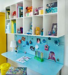 Desk, inspiration board & storage