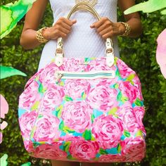 Shop Women's Lilly Pulitzer Pink size OS Bags at a discounted price at Poshmark. Description: NWT Lilly Pulitzer First Impression Weekender. No trades so please don't ask. No low ball offers. Preppy Girl, Preppy Style, Weekender, Lilly Pulitzer Bags, Lily Pulitzer, Estilo Preppy, Big Spring, Cool Style, My Style