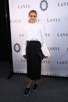 Olivia Palermo siempre se viste con dos colores-Olivia Palermo lleva looks en blanco y negro