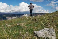 """IL Monte, signore di tutte le montagne Un piccolo villaggio un giorno venne messo in pericolo da una montagna che esplose. Le superstizioni, le coincidenze della vita raccontate con la voce di un bambino e quella di suo padre. La separazione e la paura che ne consegue. """"Il piccolo non credeva che fosse suo padre la causa. Il Re splendeva come un immenso braciere. Le nubi cominciavano ad espandersi."""" Nature, Travel, Naturaleza, Viajes, Destinations, Traveling, Trips, Nature Illustration, Off Grid"""