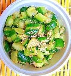 Pukpaku even if it's summer bitter ♪ Pickled cucumber stamina ♪ Baby Food Recipes, Cooking Recipes, Healthy Recipes, Vegetable Sides, Vegetable Recipes, Good Food, Yummy Food, Cafe Food, Teller