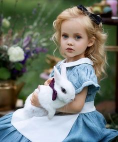 💙Beautiful girl Viola with her bunny 💙 . ❣This whole week it's all about kids and bunnies❣ . Cute Baby Girl, Cute Little Girls, Cute Babies, Cute Kids Photography, Animal Photography, Animals For Kids, Cute Baby Animals, Kind Photo, Cute Hairstyles For Kids