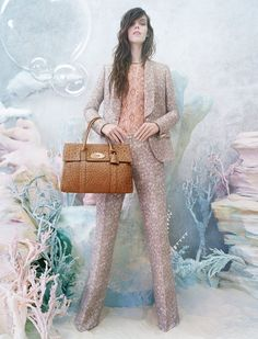 My favourite combination - Tim Walker & Mulberry! Meghan Collison is a Pastel Dream in Mulberrys Spring 2013 Campaign by Tim Walker Cara Delevingne, Kate Moss, Fashion Photography Inspiration, Style Inspiration, Terno Casual, Tim Walker Photography, Versace, Burberry, Campaign Fashion