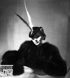 Caroline Reboux was a well-known Parisian milliner and French fashion designer, photographed by Boris Lipnitzki, 1936 1930s Fashion, Vintage Fashion, Vintage Style, Suzy, Caroline Reboux, Feather Hat, French Fashion Designers, Mode Chic, Wearing A Hat