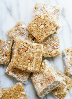 Coconut Granola Bars No-bake almond-coconut granola bars are a healthy, energy-rich snack when hunger strikes! No-bake almond-coconut granola bars are a healthy, energy-rich snack when hunger strikes! Yummy Snacks, Healthy Snacks, Vegan Snacks, Protein Snacks, Healthy Sweets, Vegan Foods, Healthy Baking, Tostadas, Homemade Granola Bars