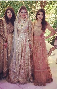 Pinned to board love Pakistani dresses Pakistani Couture, Pakistani Bridal Wear, Pakistani Wedding Dresses, Indian Couture, Pakistani Outfits, Bridal Lehenga, Shaadi Lehenga, Bridal Dresses, Indian Bridal Outfits