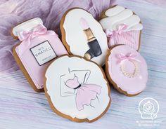 235 отметок «Нравится», 5 комментариев — Имбирные прянички (@volkova_liliya) в Instagram: «Прянички для любимой Айлиеши #имбирноепеченье #имбирныепряники #расписныепряники…» Mother's Day Cookies, Spice Cookies, Fancy Cookies, Cute Cookies, Birthday Cookies, Cookies Et Biscuits, Cupcake Cookies, Sugar Cookies, Cake Birthday