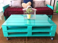 Now you can earn use of recycled pallet wood to create innovative and more handy parts of furniture for coffee table. There are two major varieties of wood pallets. 1 important thing with pallet furniture is you will want to finish it. Coffee Table Design, Diy Coffee Table, Coffee Ideas, Homemade Coffee Tables, Diy Pallet Furniture, Diy Pallet Projects, Pallet Ideas, Kitchen Furniture, Palette Table