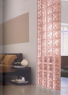 Pared paves color rosa ondulado Home Building Design, House Design, Glass Blocks Wall, Interior Walls, Interior Design, Glass Brick, Glass House, Interior Architecture, House Styles