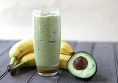 Banana Avocado Smoothie - had these in Costa Rica minus the cinnamon & honey, so delicious! Avocado Smoothie, Smoothie Vert, Apple Smoothies, Healthy Smoothies, Healthy Fats, Healthy Eating, Blueberry Green Tea, Unsweetened Coconut Milk, Coconut Oil